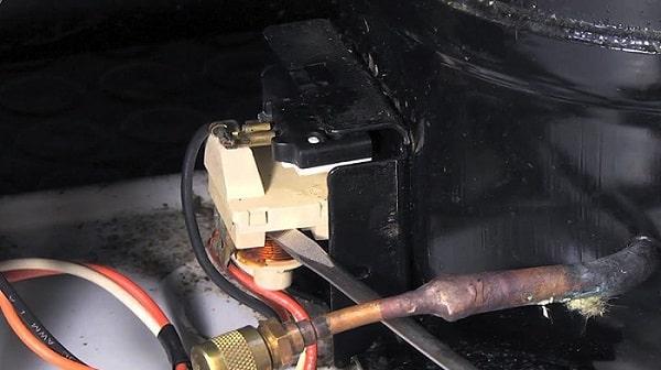 خرابی رله استارت از دلایل گرم شدن موتور یخچال